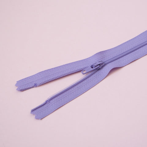 23cm 9 Inch Nylon YKK Dress Zip - 553 Lilac
