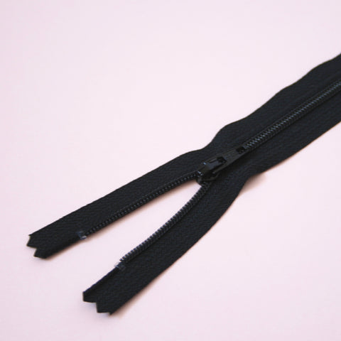 23cm 9 Inch Nylon YKK Dress Zip - 580 Black