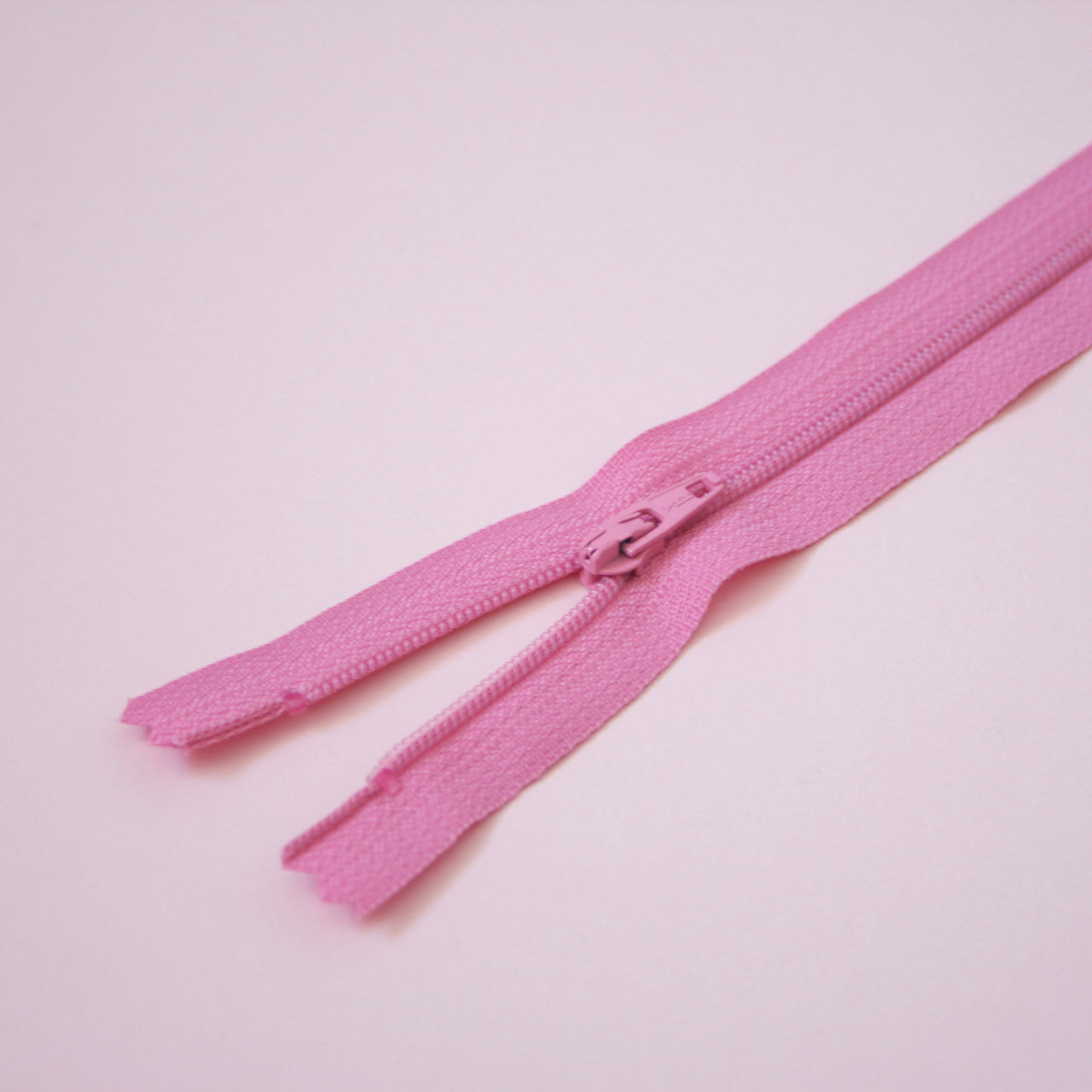 23cm 9 Inch Nylon YKK Dress Zip - 852 Rose Pink