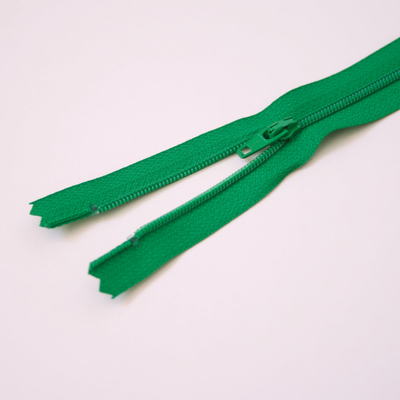 23cm 9 Inch Nylon YKK Dress Zip - 876 Emerald