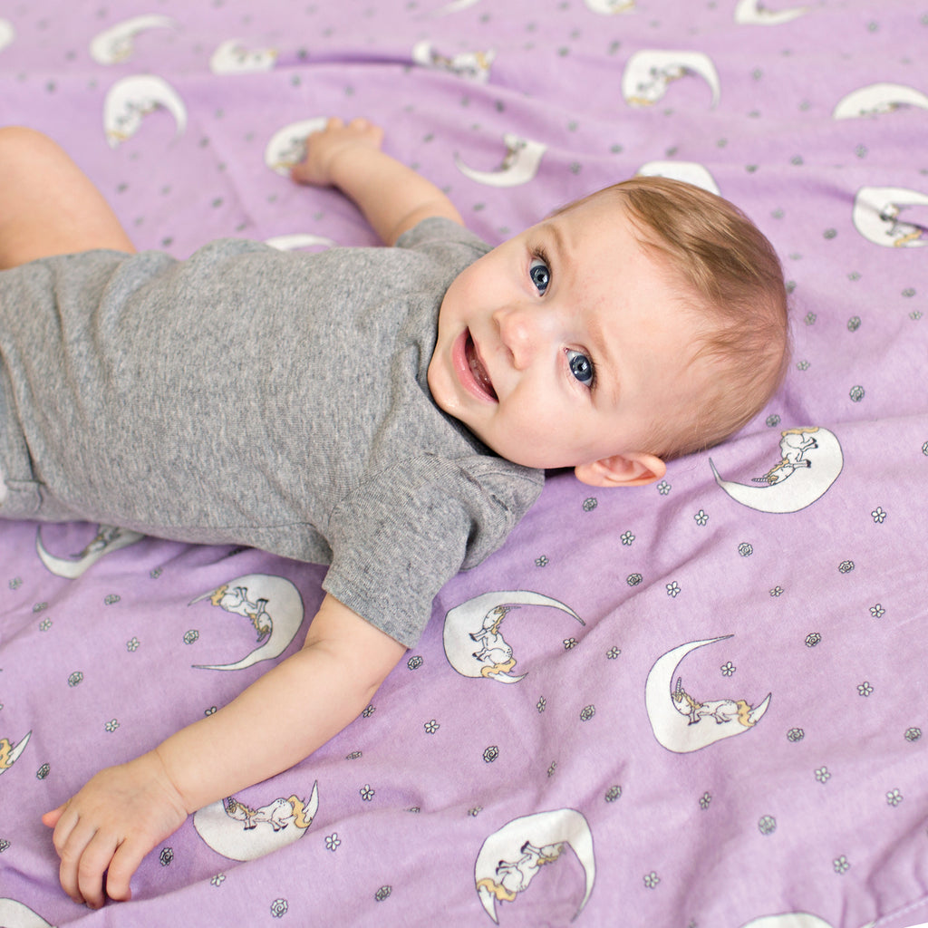 103229_UnicornMoon_Swaddle_Lifestyle