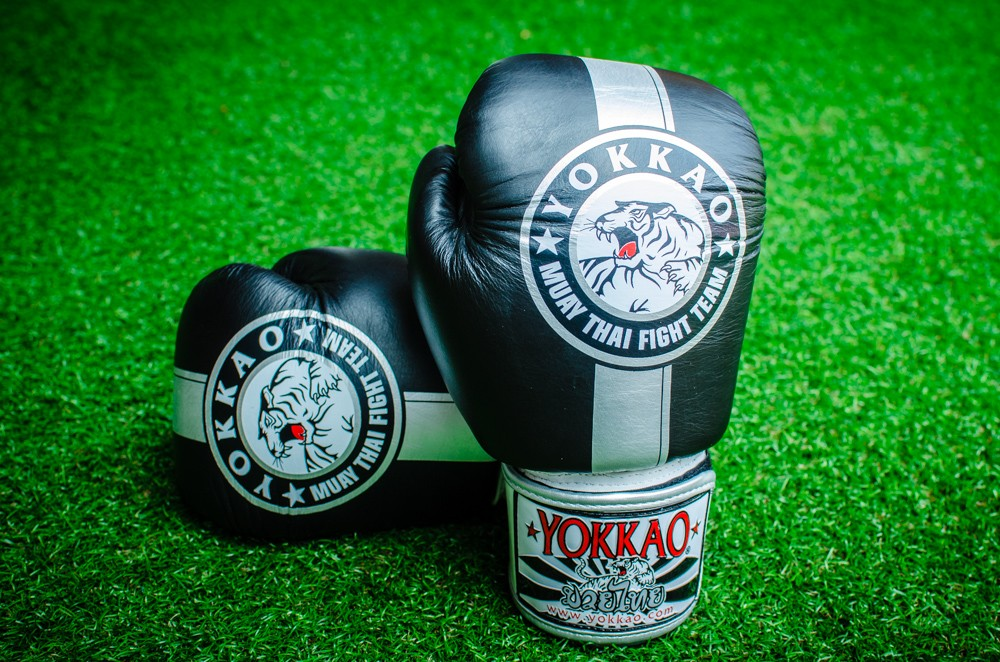 YOKKAO OFFICIAL FIGHT TEAM GLOVES SILVER EDITION - Pandemic Fight Gear Inc.