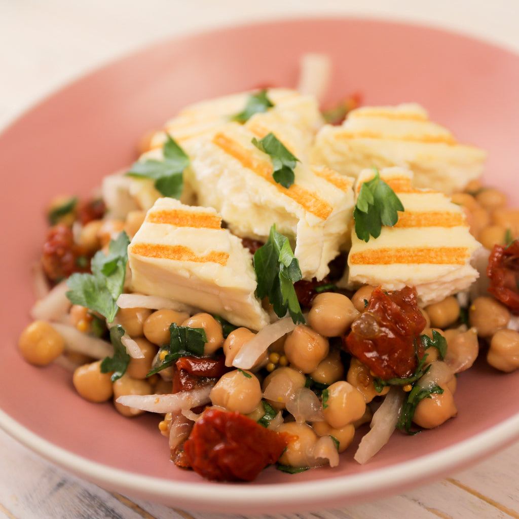Chickpea salad with sundried tomatoes and halloumi