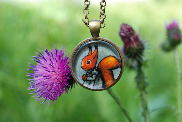 "Pendant ""The apple never falls far from the tree"" (Squirrel)"