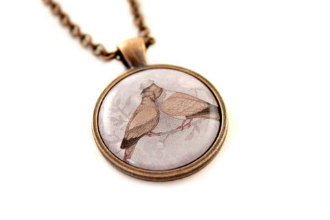 "Pendant ""Love sees roses without thorns""  (European turtle doves)"