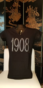 AKA 1908 BLACK V-NECK FITTED TEE