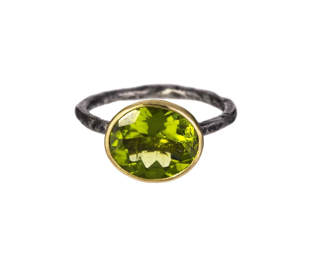 Peridot Ring zoom 1_disa_allsopp_gold_peridot_ring