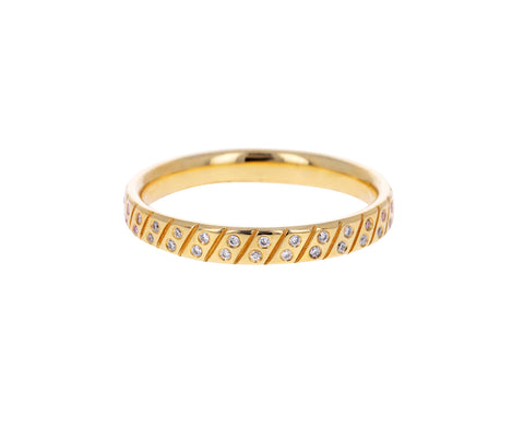 Tilted Pattern Diamond Band