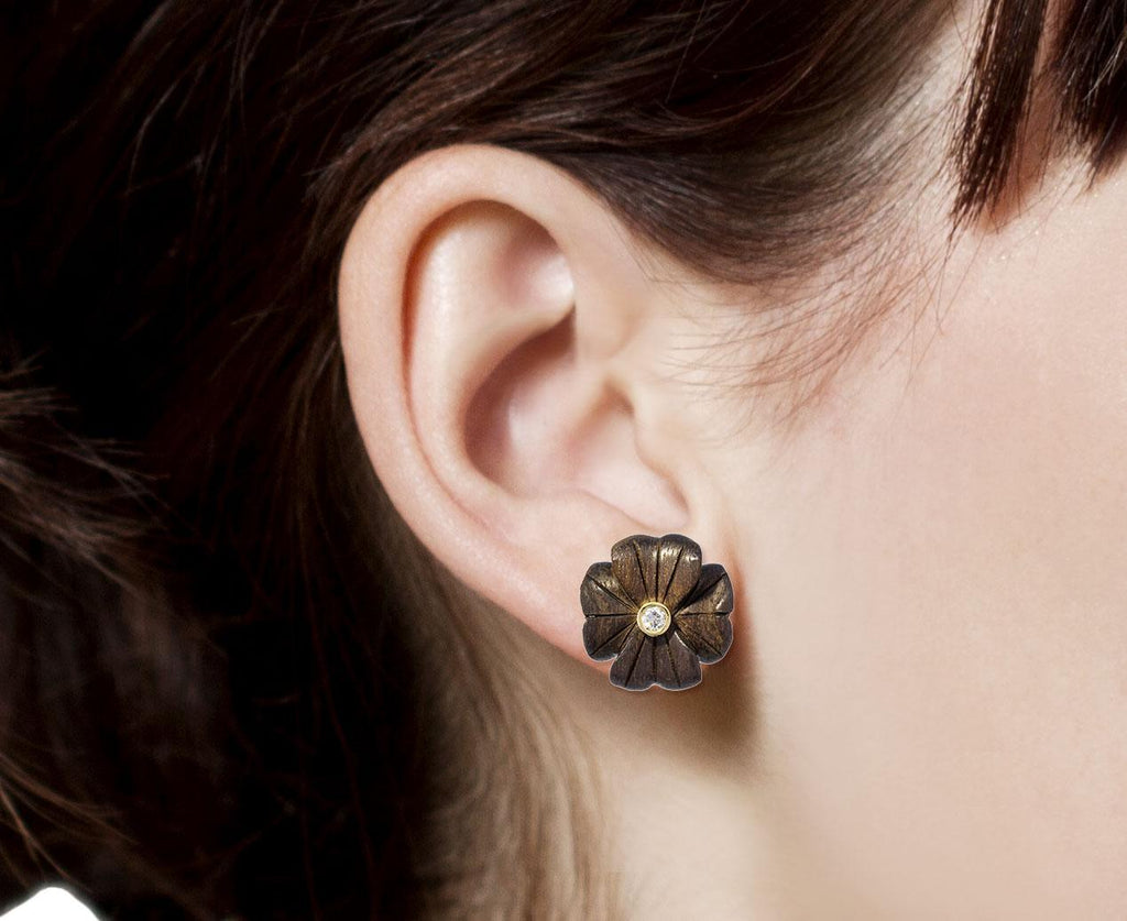 Small Ebony Diamond Clover Flower SINGLE Earring zoom 8_brent_neale_gold_ebony_wood_clover_stud_earring
