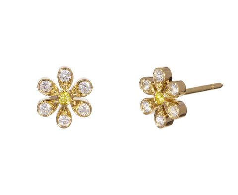 Marguerite Diamond Earrings zoom 1_sophie_bille_brahe_gold_diamond_marquerite_flowe