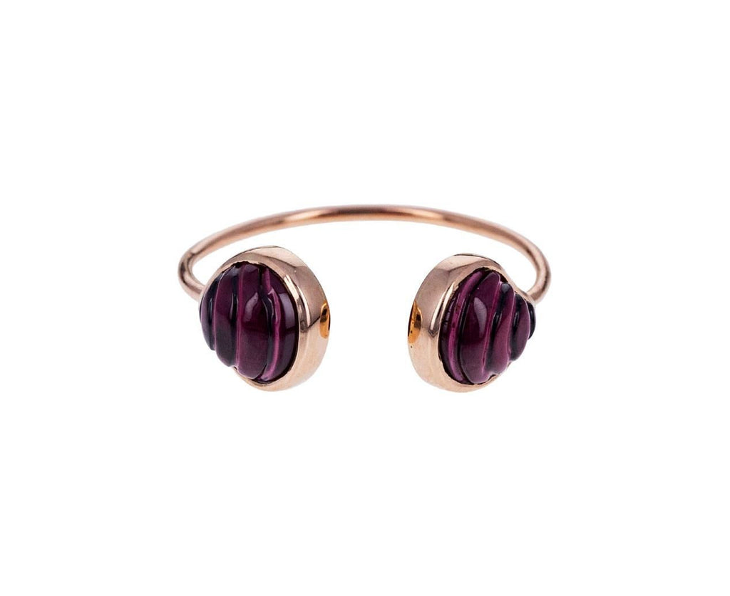 Carved Garnet Venus Shell Ring - TWISTonline