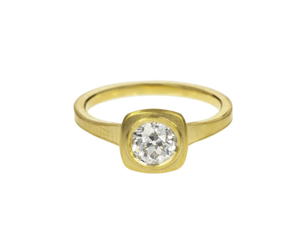 Jin Diamond Solitaire zoom 1_erika_winter_gold_diamond_jin_ring