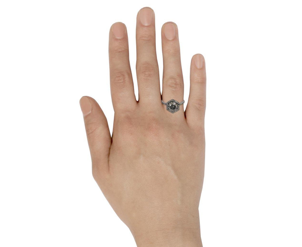 Gray Diamond Premier Solitaire zoom 9_eva_fehren_gold_gray_premier_diamond_ring
