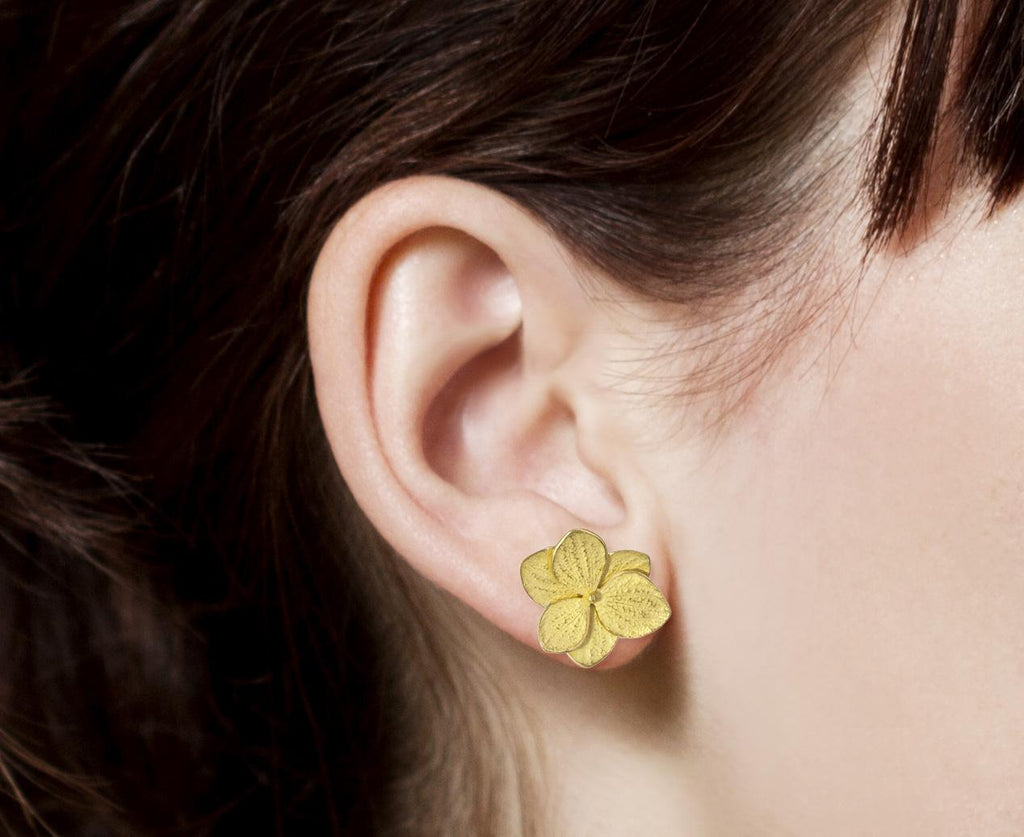 Gold Hydrangea Flower Twin Post Earrings - TWISTonline