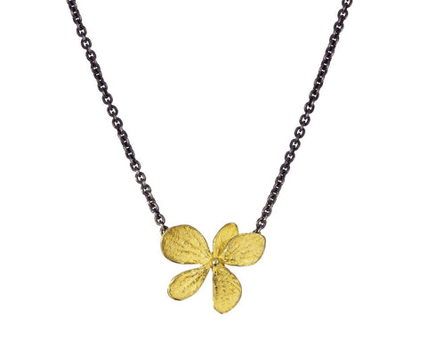 Gold Hydrangea Pendant Necklace - TWISTonline