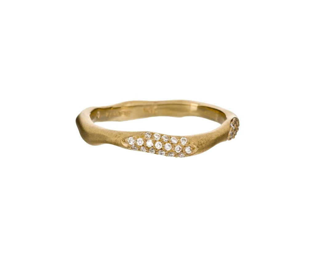 Gold Wavy Band with Diamond Pavé Double Stations zoom 1