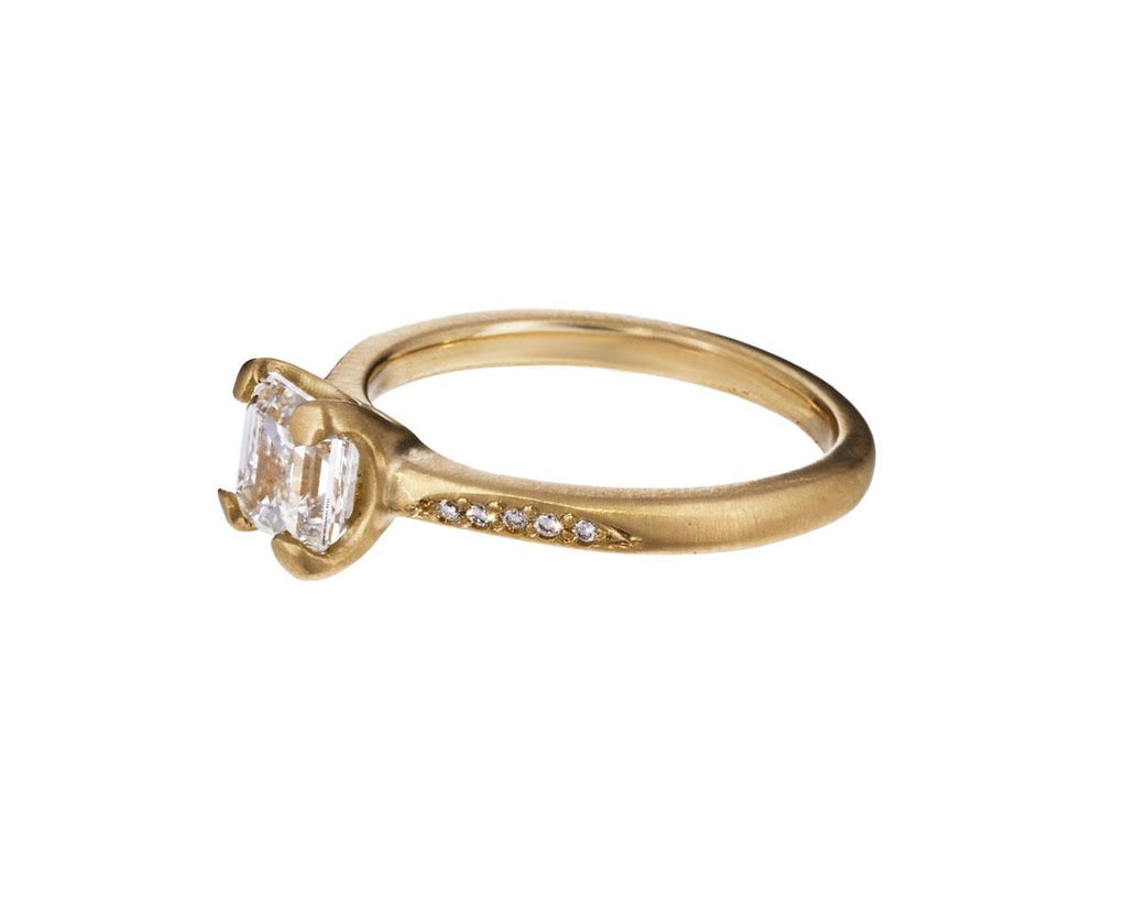 Diamond Petal Prong Solitaire - TWISTonline