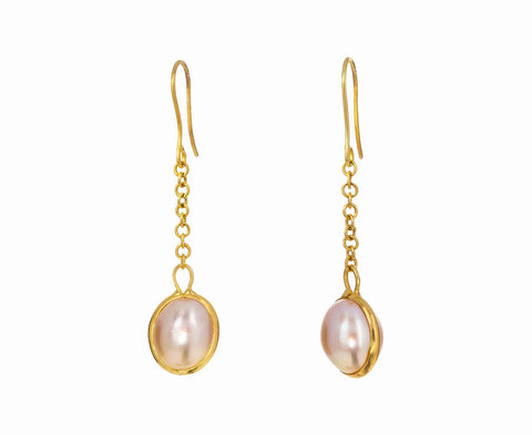 Nyein Pearl Chain Earrings zoom 1_pippa_small_gold_pearl_nyein_drop_earrings