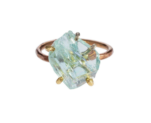 Aquamarine Ring zoom 1_variance_objects_gold_aquamarine_ring