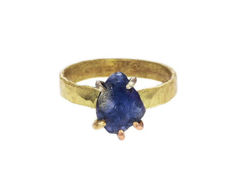 Blue Sapphire Ring zoom 1_variance_objects_gold_blue_sapphire_ring