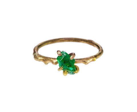 Emerald Ring zoom 1_variance_objects_gold_emerald_ring