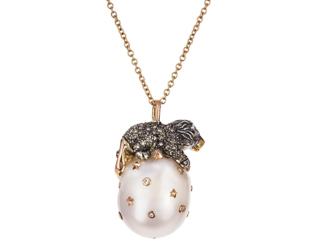Lion on a Pearl Pendant Necklace - TWISTonline