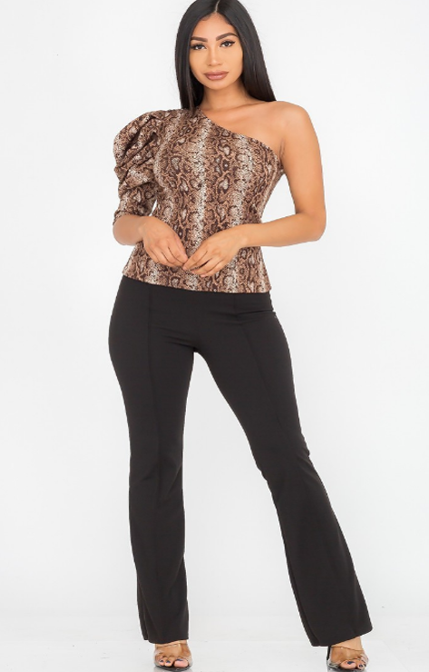 SNAKE PRINT ONE SHOULDER 1/2 PUFF SLEEVE FITTED TOP