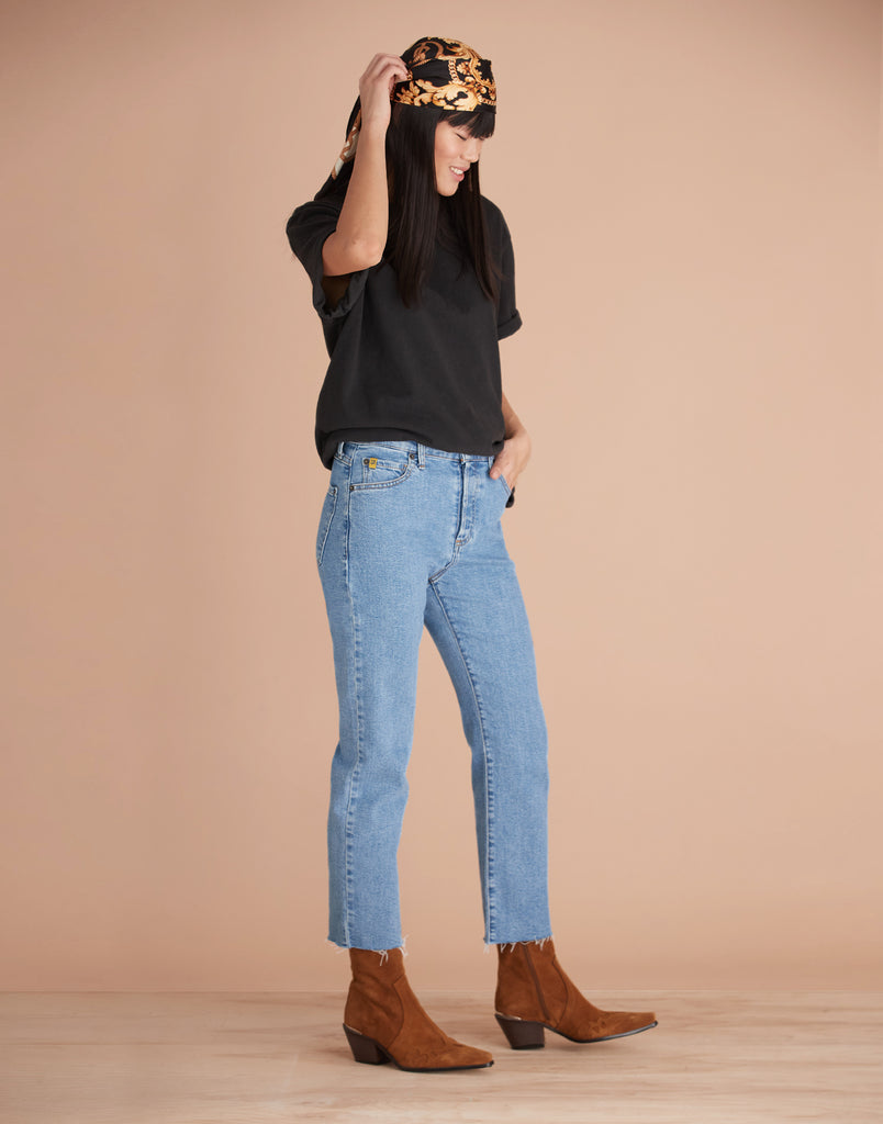 High Rise Chloe Straight Jeans Coco Light Yoga Jeans