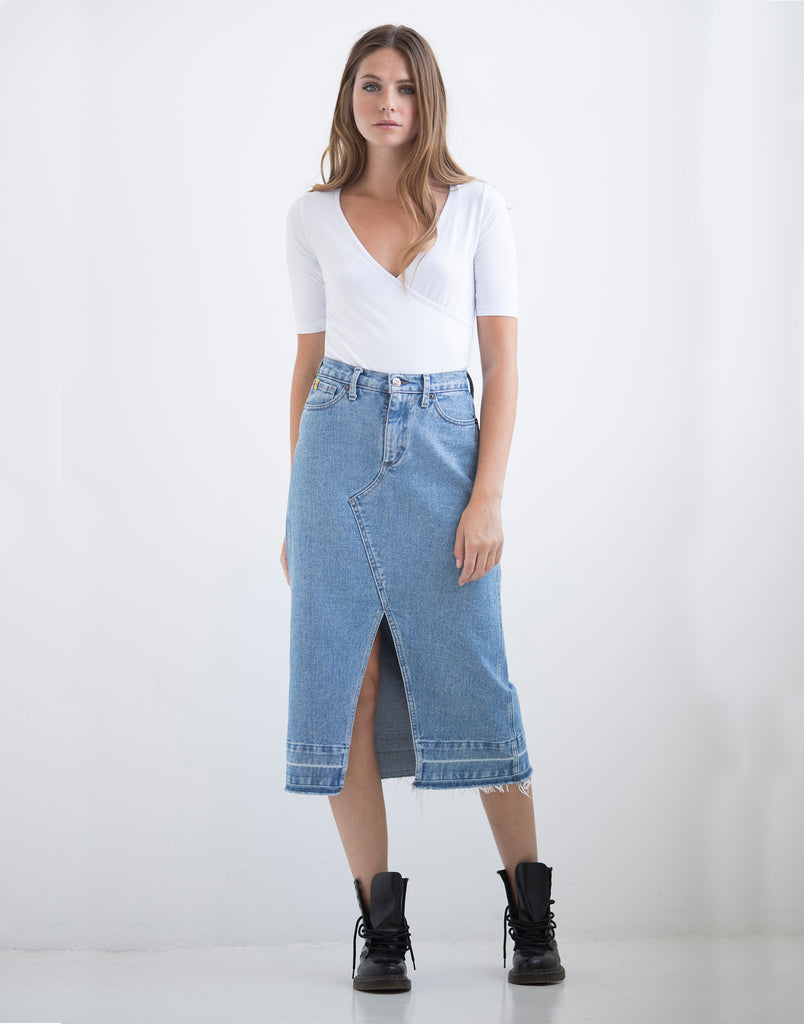 DENIM A-LINE SKIRT W. FRONT SLIT