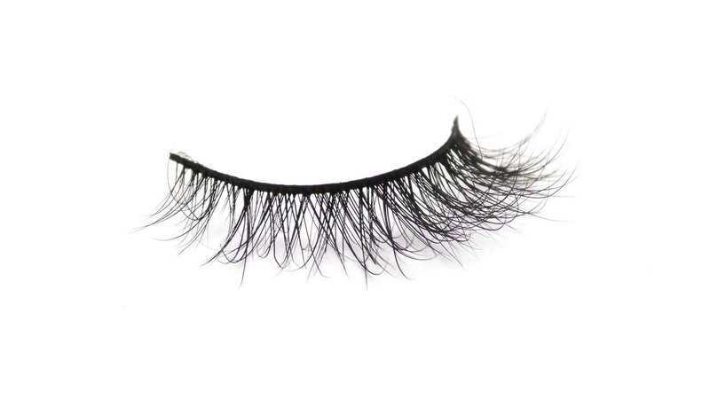 Buy 'CHILIN WITH NO MAKEUP ON' 3D Mink Lashes | Essence Couture (Single)