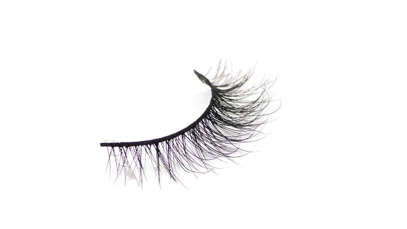 Buy 'CHILIN WITH NO MAKEUP ON' 3D Mink Lashes | Essence Couture (Singular)