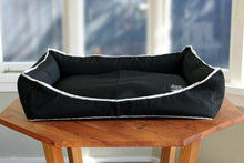 Load image into Gallery viewer, FOXIE&CO Classic Black Pet Bed