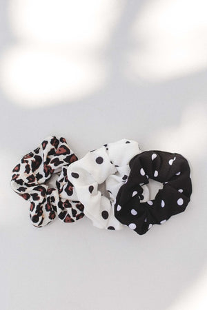 Load image into Gallery viewer, Polka dot scrunchie