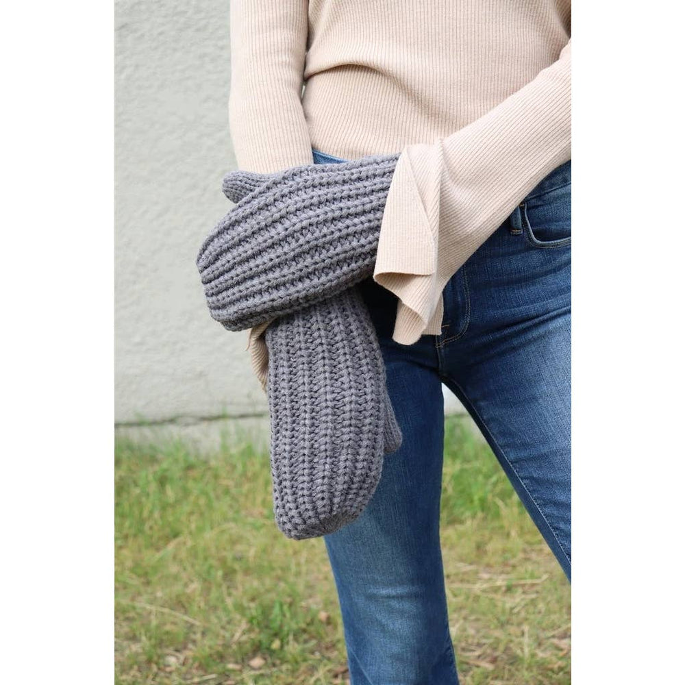 Load image into Gallery viewer, Grey knit mittens.