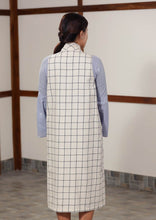 Load image into Gallery viewer, Checkered sleeveless outerwear with patch pockets