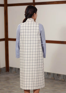 Checkered sleeveless outerwear with patch pockets