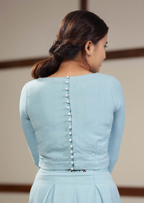 Denim-like twill weave crop top with pearl buttons on the back