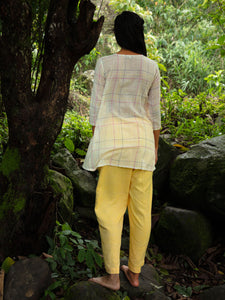 Handwoven cotton blouse with gussets on the sides. Keyhole opening with wooden button in front