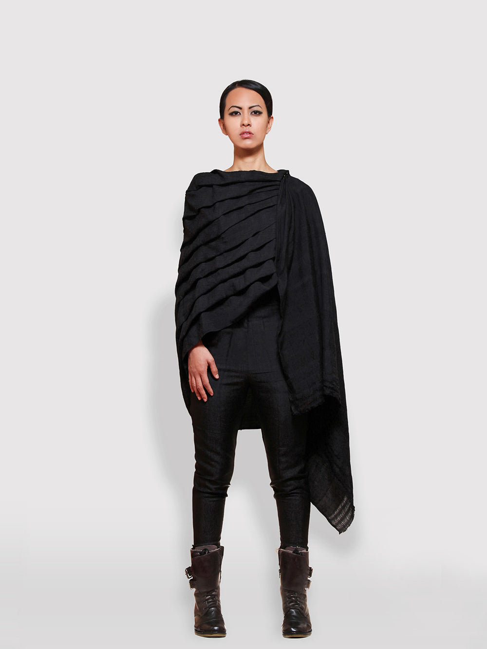 Hooded & pleated black wrap with hidden zipper