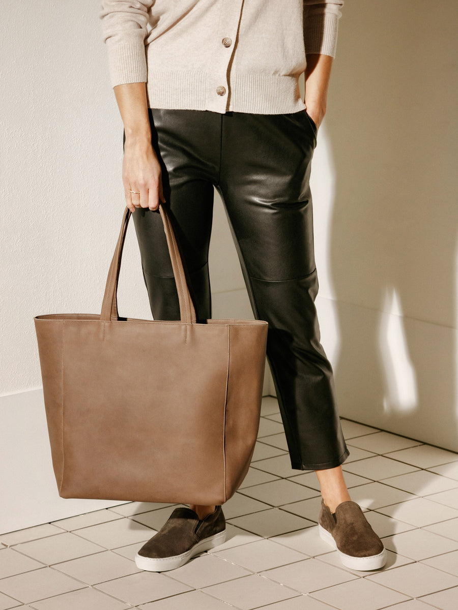 The Classic Bag - Fossil Leather