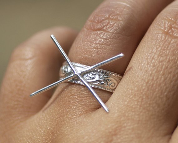 silver claw ring setting