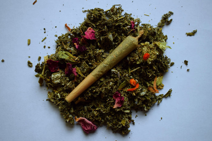 LA LUNA | A ROLLED HERBAL BLEND FOR A WOMAN'S MOON