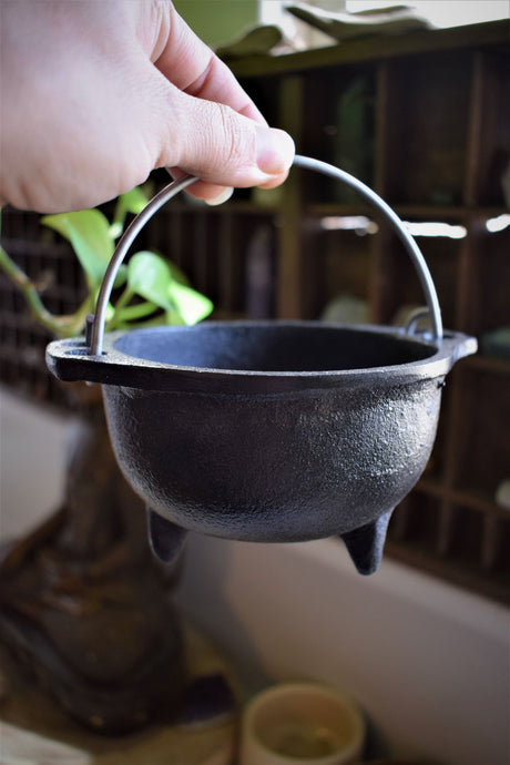 CAST IRON CAULDRON | WITCH'S CAULDRON