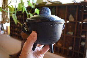 CAST IRON CAULDRON WITH LID | WITCH'S CAULDRON