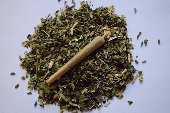 GREEN HEALER | A ROLLED HERBAL BLEND TO RELAX THE MIND, BODY, & BREATH
