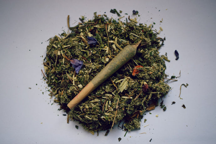 LIFT | A ROLLED HERBAL BLEND FOR THE OVERACTIVE MIND