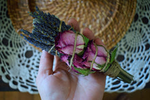 Load image into Gallery viewer, GODDESS FLORAL SAGE SMOKE WAND | ORGANIC WHITE SAGE, LAVENDER FLOWERS, ROSE BUDS