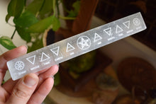 Load image into Gallery viewer, SELENITE HEALING WAND | SELENITE CHARGING PLATE | CRYSTAL CLEANSING | SELENITE CHARGING