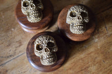 Load image into Gallery viewer, FUNKY RESIN SKULL ADORNED HERB GRINDER