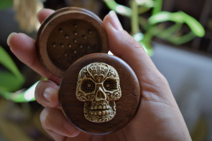 FUNKY RESIN SKULL ADORNED HERB GRINDER